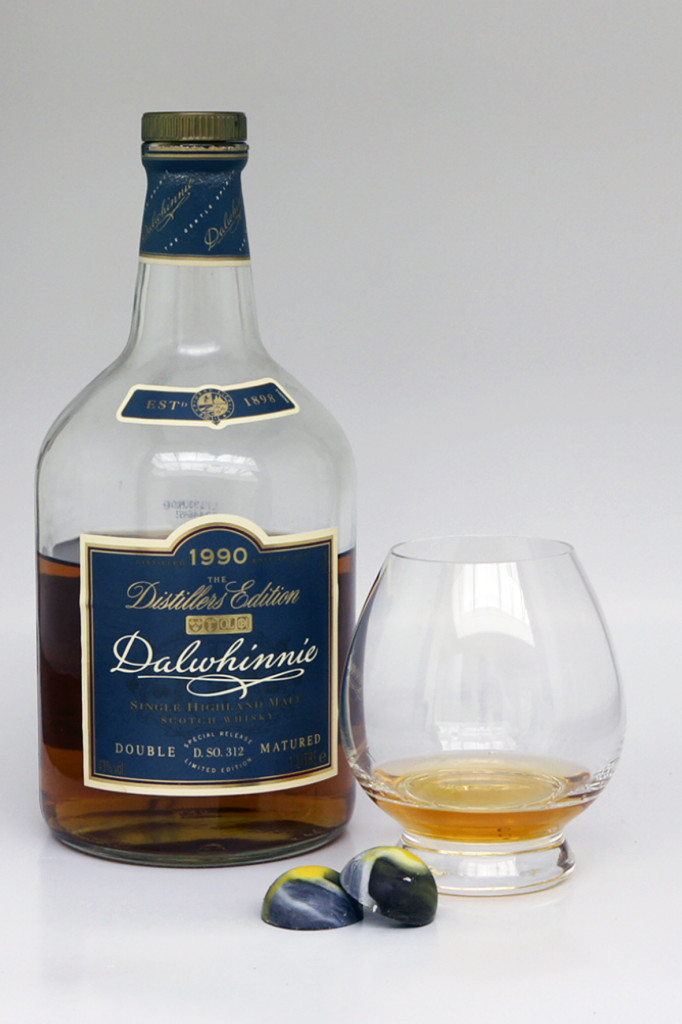 Whisky Chocolate Pairing Dalwhinnie 1990 Distillers Edition & Dark chocolate with vanilla pieces