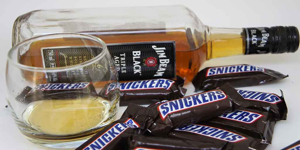 Snickers & Bourbon whisky pairing Jim Beam Black