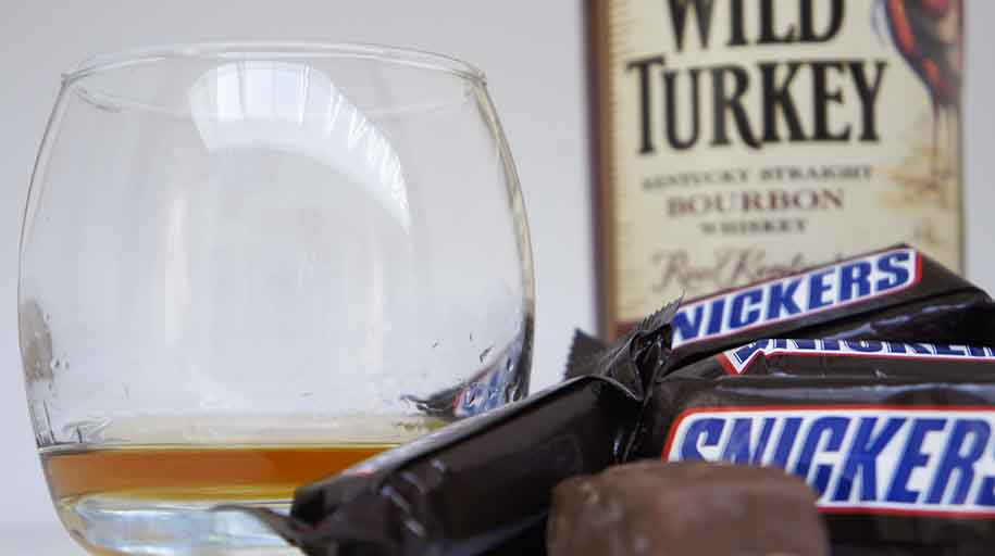 Snickers & Bourbon whisky pairing Wild Turkey 101 whisky food pairings