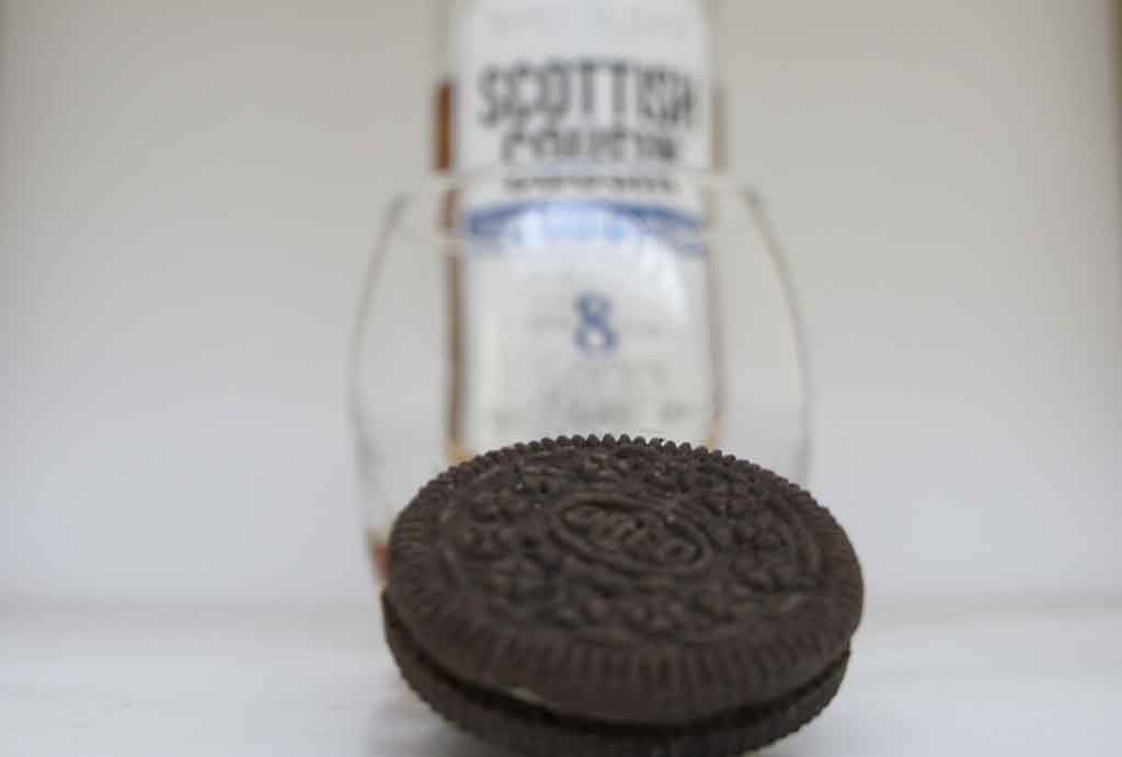 Oreos paired with whisky Scottish Cousin 8 yo