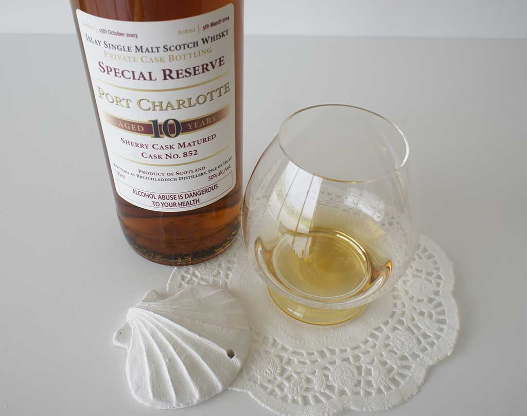 Port Charlotte Special Reserve 10 yo whisky with glass