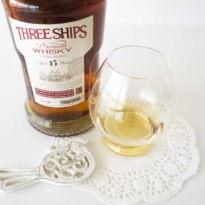 Three Ships Pinotage Cask 15 yo whisky with glass