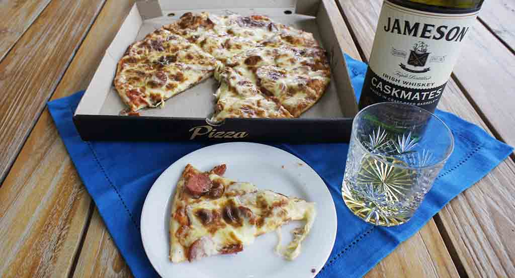 Pizza and whisky pairing Jameson Cask Mates and meaty pizza