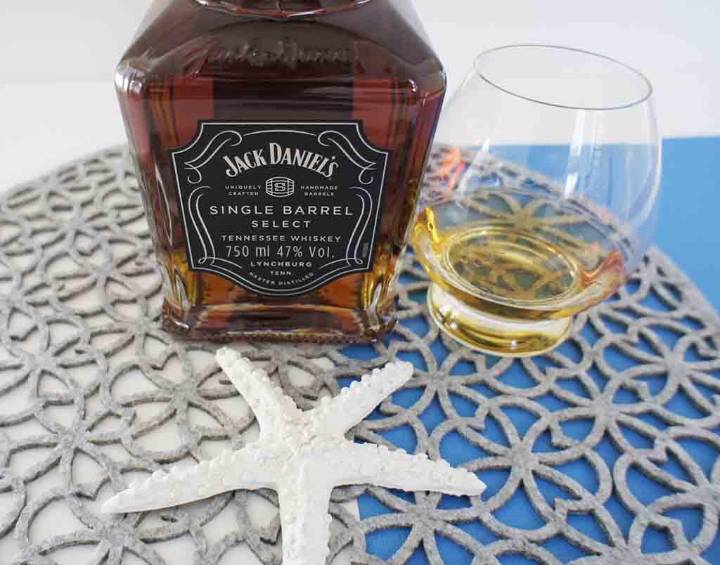 Jack Daniel's Single Barrel Tennessee Whiskey with glass jack-daniels-single-barrel