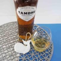 Tamdhu 10 yo single malt whisky with glass