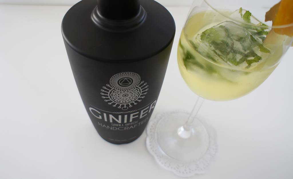 Ginger Mango Gin Cocktail With glass Ginifer Gin