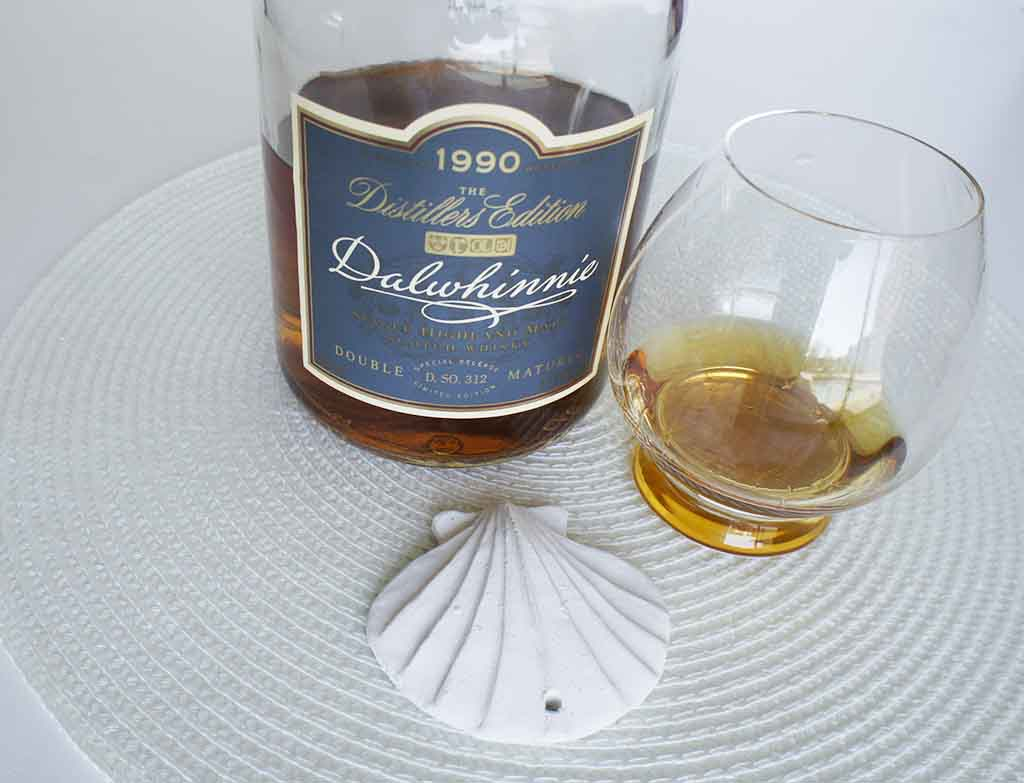 Dalwhinnie Distillers Edition 1990 with glass