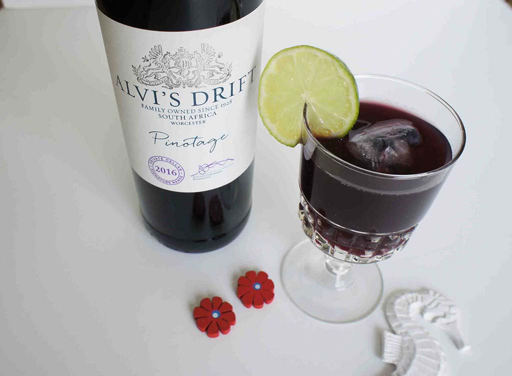 Pinotage sangria Alivi's Drift with glass and decor